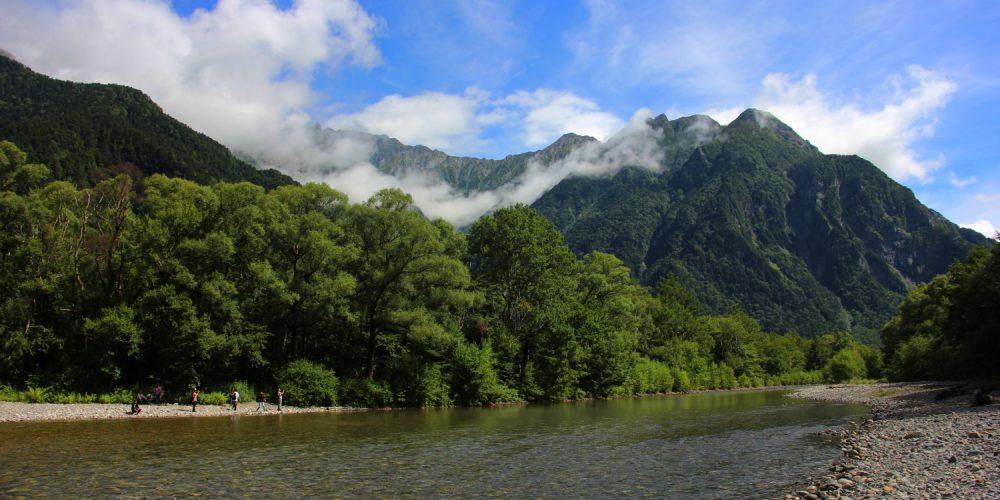 雲のかかった穂高連峰