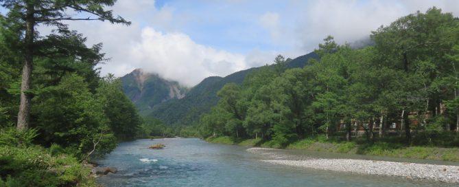 焼岳と梓川