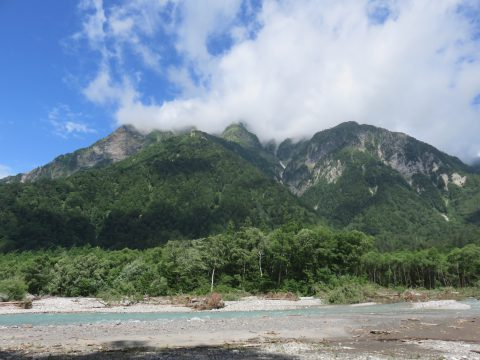 明神岳と前穂高岳