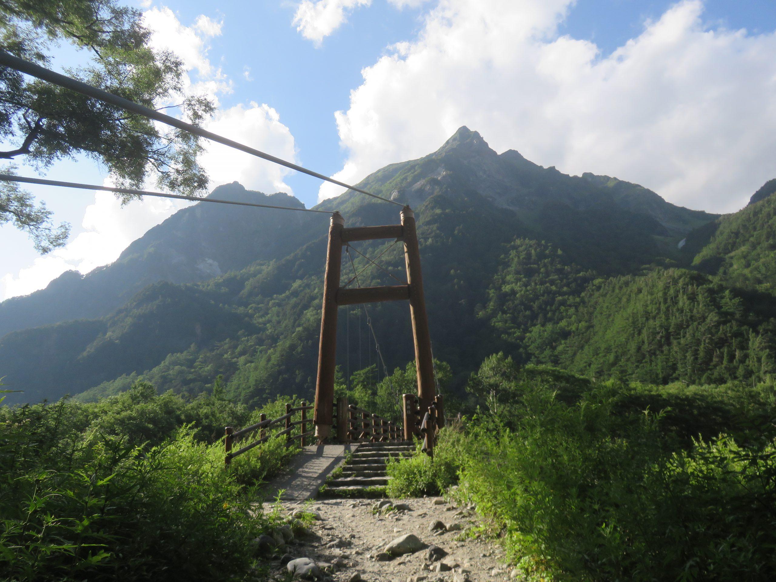 明神岳と明神橋