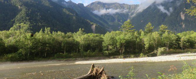 梓川と穂高連峰