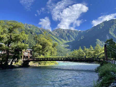 上高地を観光するならココ!ガイドもおすすめの河童橋と穂高連峰
