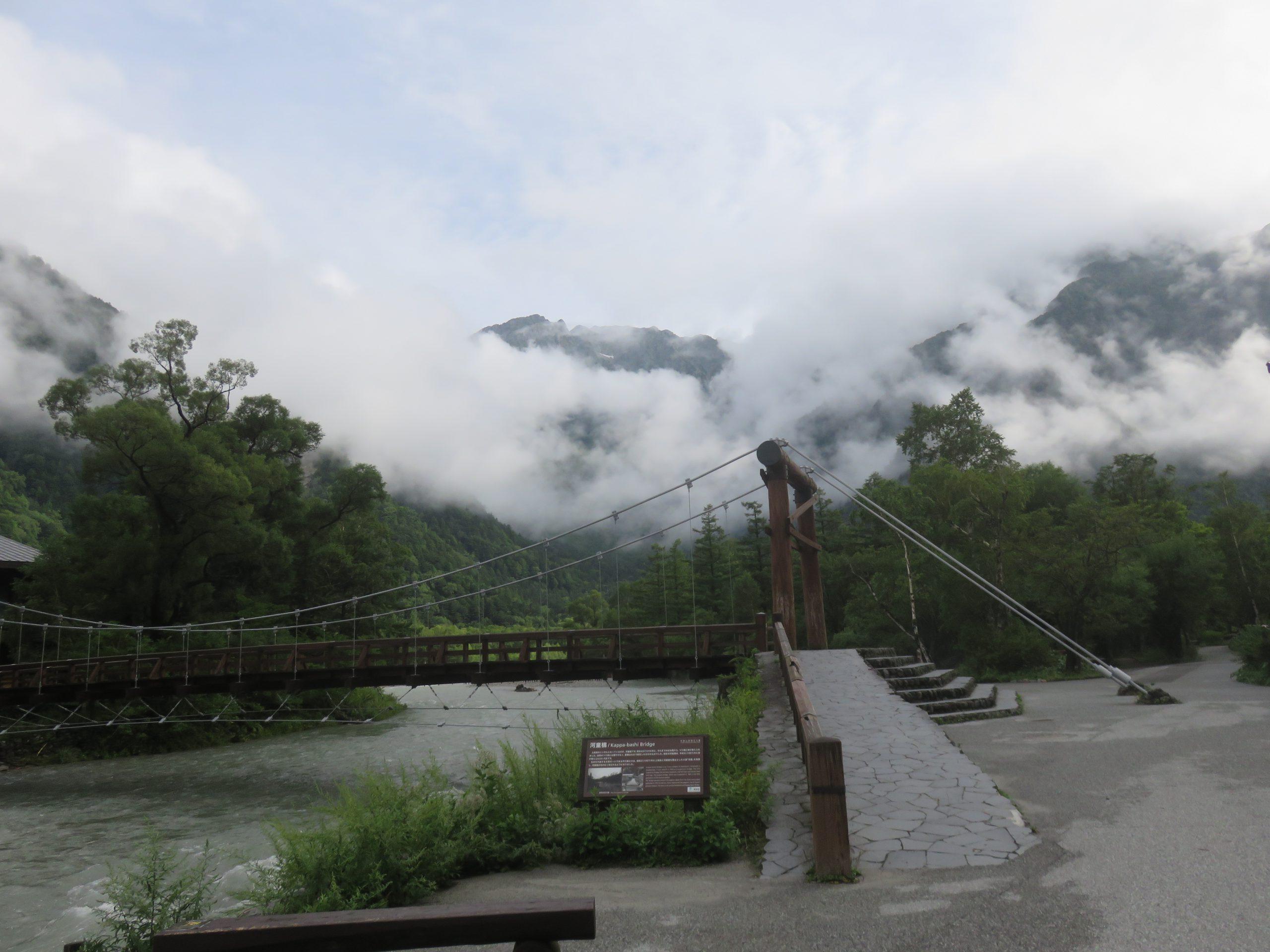 上高地・河童橋と穂高連峰