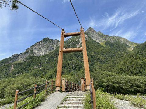 ネイチャーガイド明神コースの目的地!秋の雰囲気漂う上高地の明神岳と明神橋